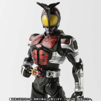 S.H.Figuarts 真骨彫製法 仮面ライダーダークカブト