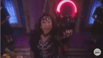 椿鬼奴さんが演じる、美しいものを宝石にしてコレクションする邪悪な宇宙魔女賊・ムルナウ
