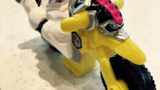 『仮面ライダーエグゼイド』新檀黎斗がハッピーセット購入レーザーが当たる!「爆笑バイク」ツイートで貴利矢とバトルw