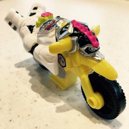 『仮面ライダーエグゼイド』新檀黎斗がハッピーセット購入レーザーが当たる!「爆笑バイク!」ツイートで貴利矢とバトルw