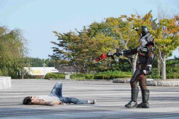 『仮面ライダービルド』11話で戦兎はキードラゴンにしか変身できず超ヤバイ!万丈龍我・仮面ライダークローズVSナイトローグ