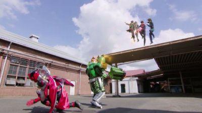 『快盗戦隊ルパンレンジャーVS警察戦隊パトレンジャー』第41話「異世界への扉」