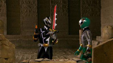 『スーパー戦隊最強バトル‼』第2話「暗躍する謎の鎧」