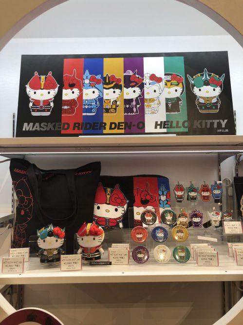 「ハローキティ×仮面ライダー電王」コラボ商品が7月より発売