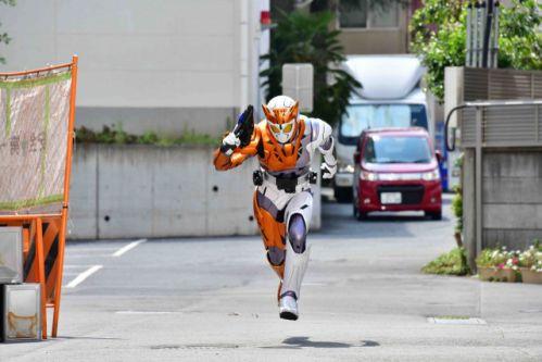 『仮面ライダーゼロワン』第3話の新画像!新フォーム「バイティングシャーク」とチーターの速さ「仮面ライダーバルキリー」!