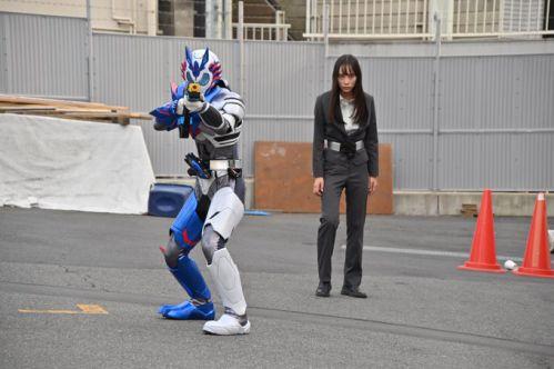 『仮面ライダーゼロワン』第10話「オレは俳優、大和田伸也」伝説の暗殺者!唯阿の任務は飛電を陥れること。いつか不破を裏切る?