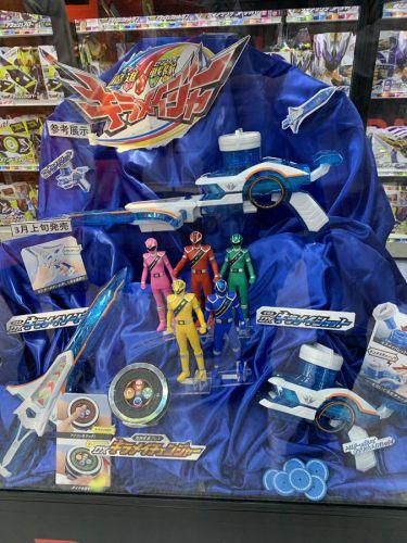 『魔進戦隊キラメイジャー』の3月7日発売予定DX玩具が参考展示!「煌輝変身ブレス DXキラメイチェンジャー」は結構大きい!?