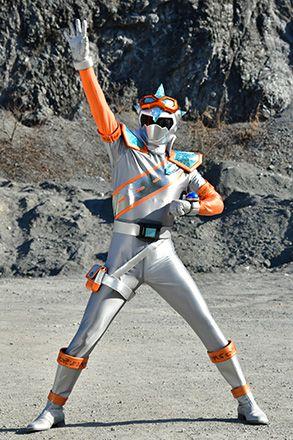 キラメイシルバーのスーツアクターは高田将司さん