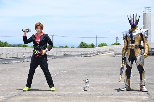 『仮面ライダーゼロワン』aiboとコラボ!天津垓が唯一心を許していた「さうざー」を演じる!サウザーは犬型ロボットの名前だった