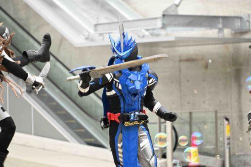 『仮面ライダーセイバー』第2章「水の剣士、青いライオンとともに。」