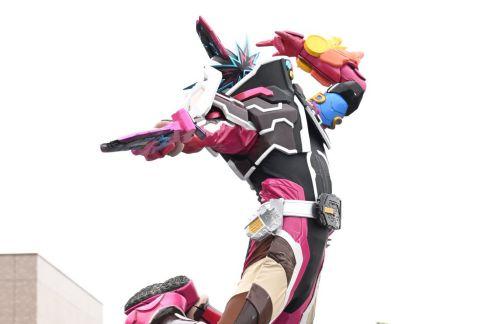 『仮面ライダーセイバー』仮面ライダースラッシュのスーツアクターは『トクサツガガガ』シシレオーの森博嗣さん!