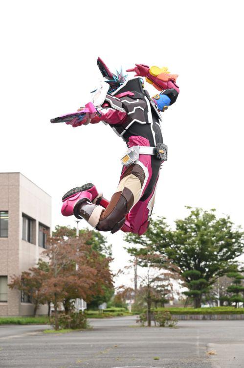 仮面ライダースラッシュのスーツアクターは森博嗣さん