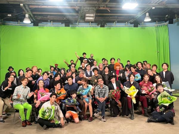 『仮面ライダーセイバー』本編クランクアップ!キャストSNSまとめ。集合写真の中心は石田監督!今週登場メギドのあの方も!